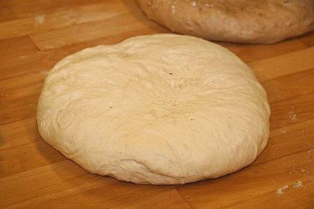 Дрожжевое тесто на курник на майонезе - рецепт и фото
