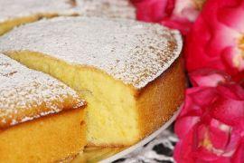 Пышный бисквит на кефире - фото
