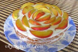 Бисквит с персиками - фото