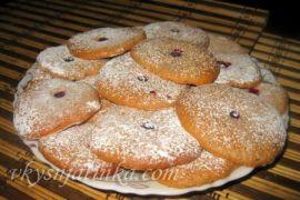 Бисквитное печенье с клюквой