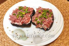 Бутерброды с сырым фаршем - фото