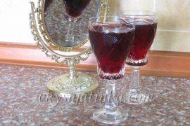 Домашняя вишневая настойка на спирту - фото