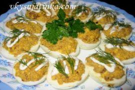 Яйца фаршированные печенью - фото