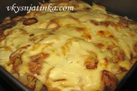 Картофель запеченный в духовке с сыром и сметаной