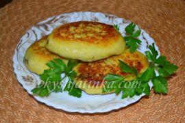 Картофельные зразы с грибами на сковороде - фото