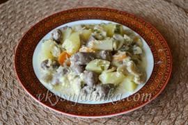 Картошка тушеная с куриными сердечками и грибами