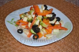 Классический греческий салат с брынзой - фото