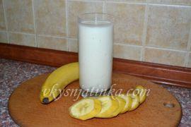 Коктейль из кефира с бананом - фото