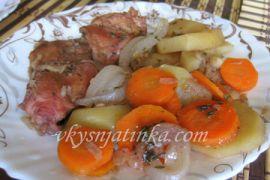 Кролик тушеный с овощами в горшочке