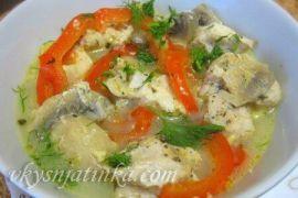 Куриное филе с овощами в горшочках в духовке - фото