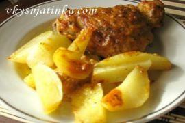 Куриные бедрышки с картошкой в духовке - фото
