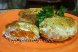 Куриные котлеты из филе с морковью жареные на сковороде - фото