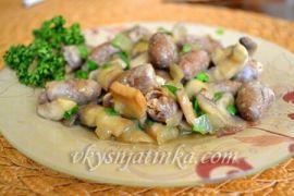 Куриные сердечки тушеные с грибами