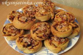 Ленивые пироги с куриным мясом и кунжутом