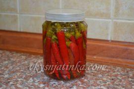 Маринованный красный перец - фото