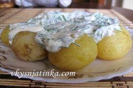 Молодой картофель со сметанной заправкой