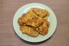Отбивные из куриного филе на сковороде - фото