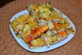 Пицца с курицей и ананасами - фото