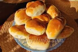 Пирожки с творогом из дрожжевого теста - фото