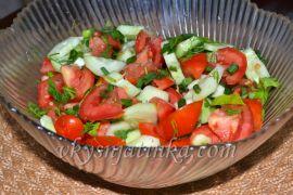 Салат из огурцов и помидоров - фото