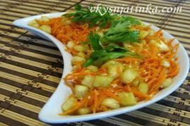 Салат из свежей моркови и огурцов
