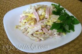 Салат с омлетом и грибами - фото