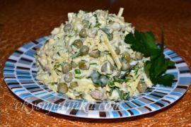 Салат с печенью трески и зеленым горошком