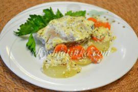 Сазан в духовке с овощами - фото
