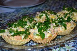 Тарталетки с колбасой - фото
