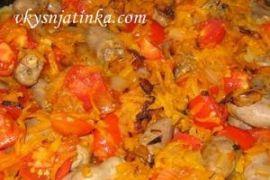 Тушеные куриные сердечки с луком и морковью