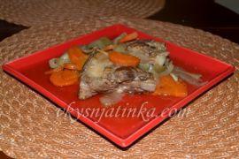 Свиные ребрышки с морковью и луком в духовке