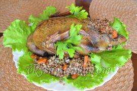 Утка фаршированная гречкой в духовке - фото