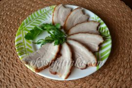 Вареное сало в луковой шелухе с чесноком - фото