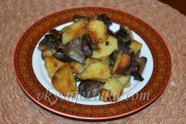 Жареная картошка с лесными грибами - фото