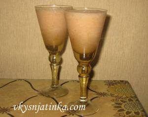 Домашний алкогольный коктейль из яблока и банана - фото