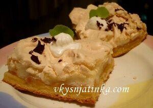 Бисквитный торт с яблоками - фото