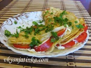 Блины с помидорами - фото
