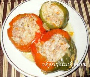 Болгарский перец фаршированный мясом в духовке - фото
