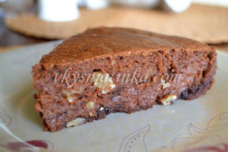 Брауни с орехами и ревенем - фото