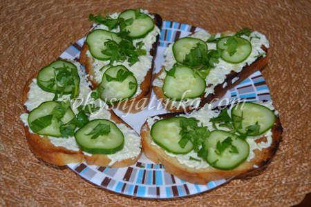 Бутерброды с огурцом - фото