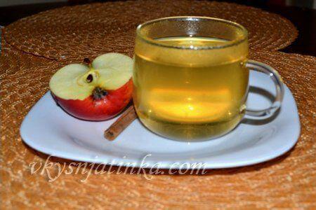 Чай со свежими яблоком и корицей - фото