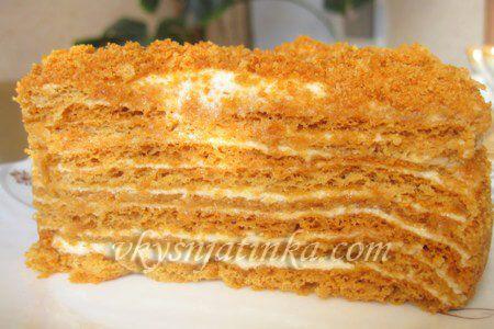 Домашний торт Медовик со сметанным кремом - фото