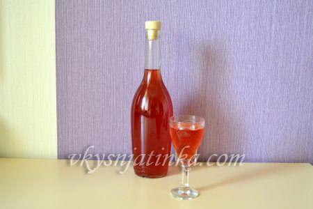 Домашняя наливка из клубники на спирту - фото