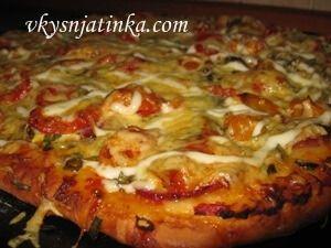 Домашняя пицца с грибами - фото