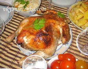 Фаршированная курица в духовке целиком с яблоками - фото