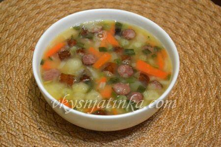 Гороховый суп с охотничьими колбасками - фото