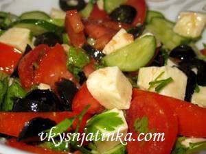 Греческий салат с брынзой - фото
