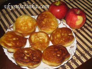 Яблочные оладьи жареные на сковороде - фото