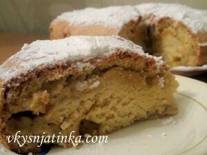 Яблочный бисквит в духовке - фото