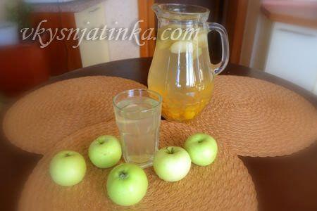 Яблочный компот с абрикосами и сливами - фото